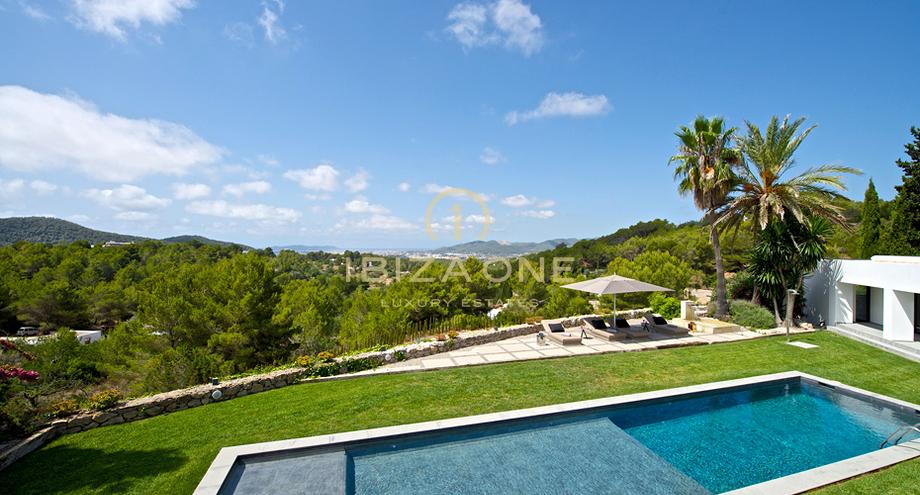designer villa mit spektakul rer aussicht in der n he von. Black Bedroom Furniture Sets. Home Design Ideas