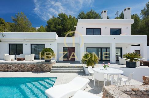 Villas maisons ibiza one agence immobiliere de luxe for Belles villas modernes