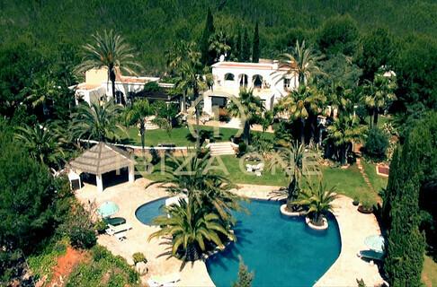 Affitto ibiza one agenzia immobiliare di lusso villa for Agenzia immobiliare lusso