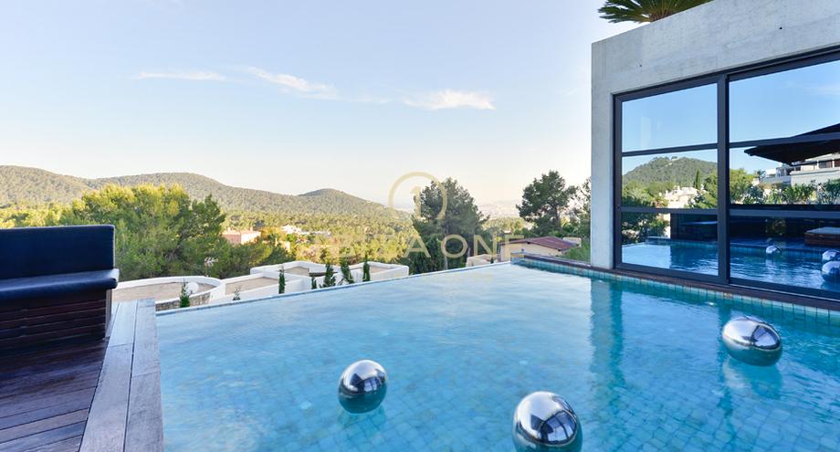 sensationelle luxusvilla in der n he von ibiza zu. Black Bedroom Furniture Sets. Home Design Ideas