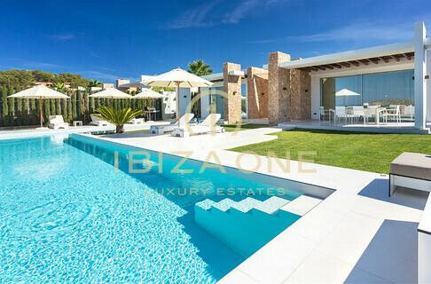 Ville case ibiza one agenzia immobiliare di lusso for Casa con 6 camere da letto in vendita vicino a me