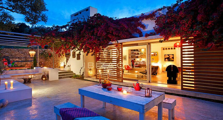 propri t de charme avec deux maisons vendre et louer ibiza one agence immobiliere de luxe. Black Bedroom Furniture Sets. Home Design Ideas