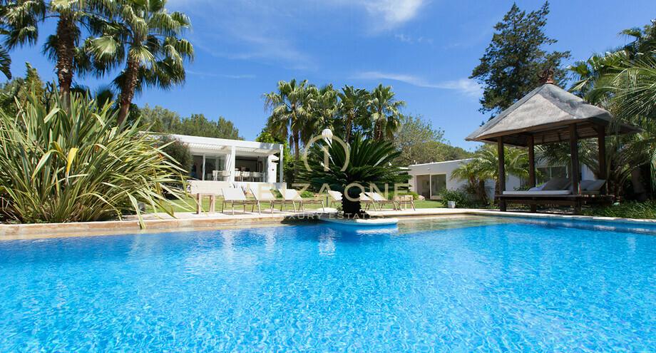 villa de luxe ibiza avec maison d 39 h tes pr s de santa eullalia vendre ibiza one agence. Black Bedroom Furniture Sets. Home Design Ideas